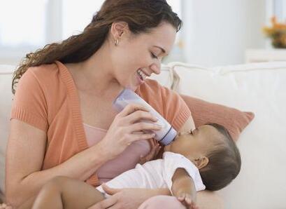 乳汁分析仪为您支个生活小招妙招,对于宝宝吃不完的乳汁,可以将其挤出来按摩胸部
