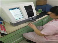 母乳分析仪使用中