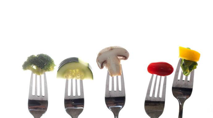 哺乳期妈妈们应该如何控制饮食.jpg