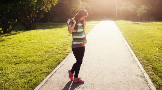 孕妇散步好处多,但一定要注意以下几点